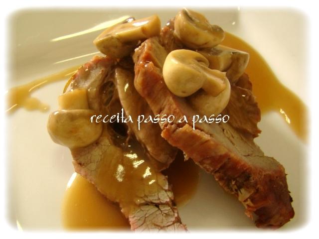 Fraldinha ao molho madeira com champignons / Flank Steak in Madeira Sauce with champignons