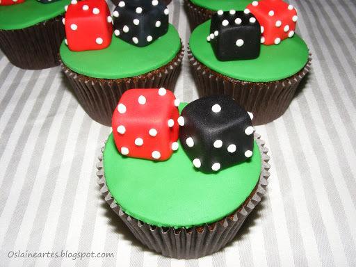 Cupcakes Decorados com Dados em Pasta Americana
