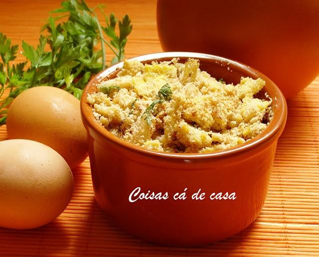 farofa de linguiça com ovo mexido e banana