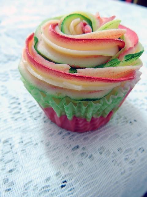Cupcakes femeninos decorados con buttercream de limón