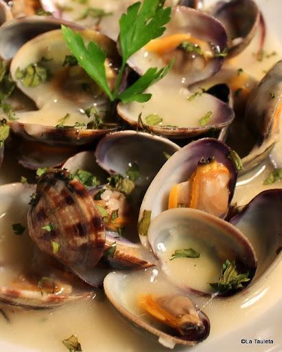 Almejas en salsa, Calamares y Gambas a la plancha... unas delicias muy mediterráneas