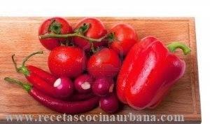Frutas y verduras en tonos de rojo un toque diferente en la cocina