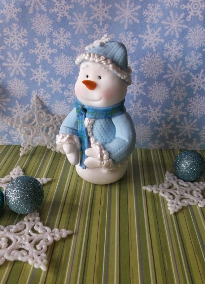 Tutorial Tuesday - Snowman figurine in fondant icing