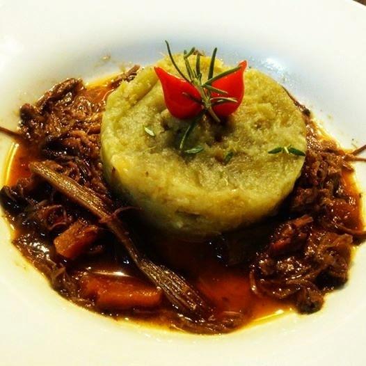 Ragu de Carne Especial com Purê de Batata Doce.