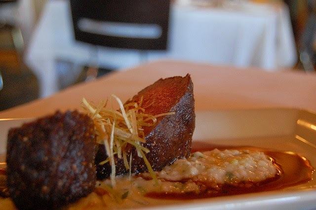 Recette de gigot (cuissot, gigue) de chevreuil mariné, rôti ou à la broche (Québec, Canada)