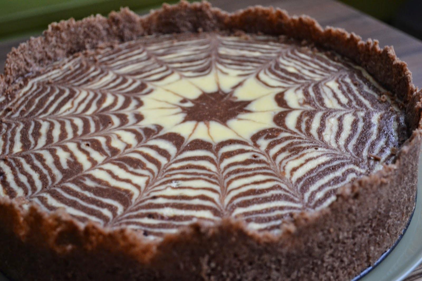Tvarohový koláč s kakaom. V tvare slniečka.