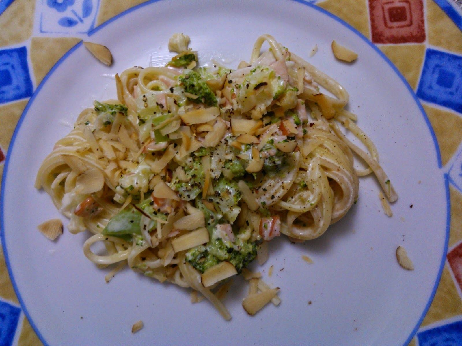 Talharim com brócolis e peito de peru