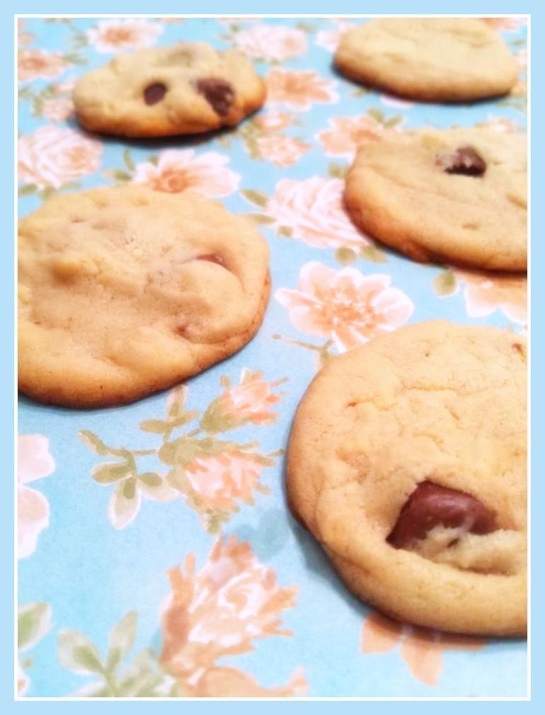 Cookies de baunilha com pedaços de chocolate