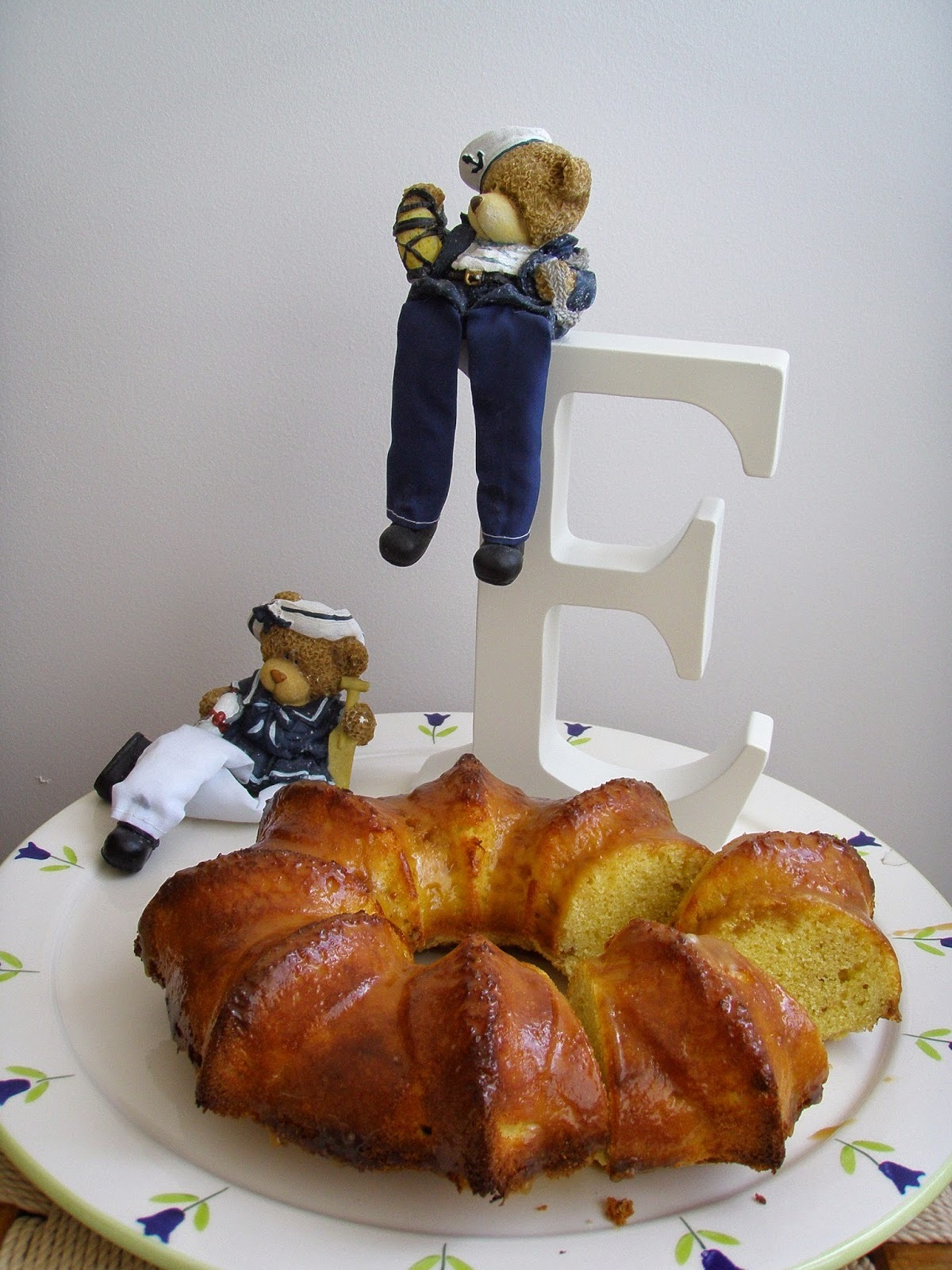 Karamel Soslu Cevizli Kek
