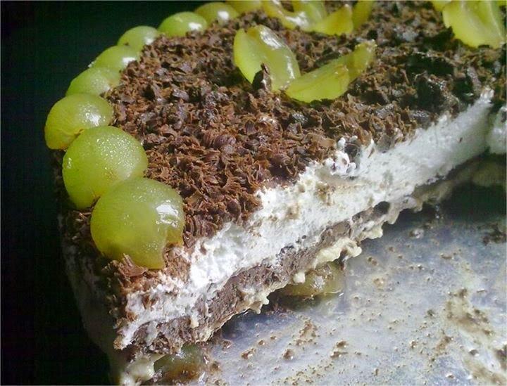 Pavê de uvas, chocolate e chantilly