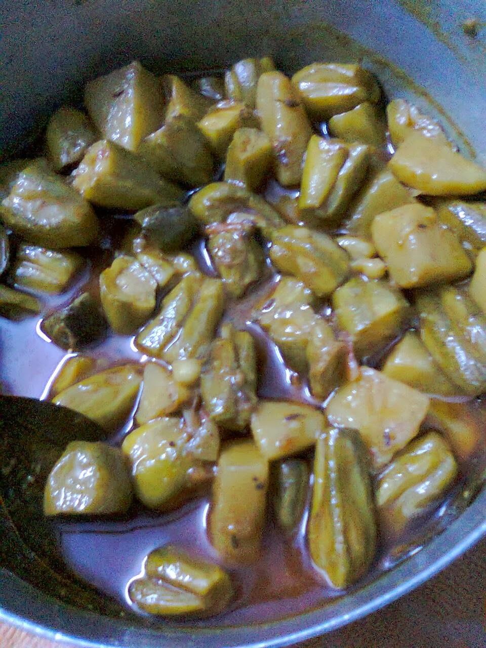 Potato-Parwal Curry/Parwal Gravy/Aloo Potoler Dalna