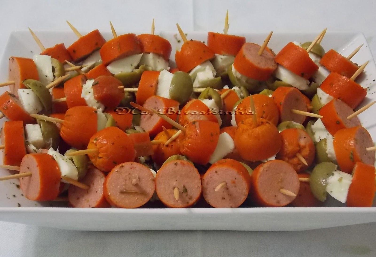 Espetinhos de Salsicha Queijo e Azeitona