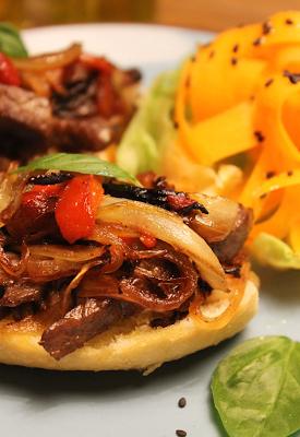 Sanduíche de Carne Acebolada