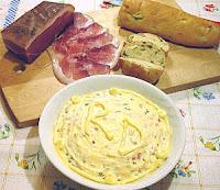 de salada fria com maionese alface cenoura beterraba e batata palha