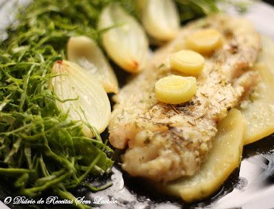 Filé de Pescada Branca no forno com Alho Poró Sem Lactose, Sem Glúten, Sem Ovos