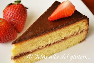 Torta de Cumpleaños Sencilla con Cubierta de Chocolate (Receta GFCFSF)