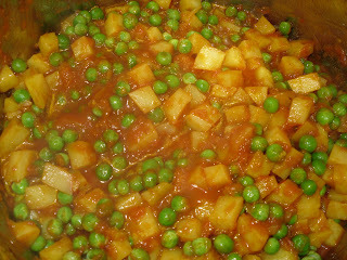 Aloo matar / bulvės su žirneliais/ Potatos with peas