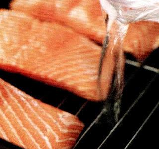 salmão ao forno com shoyu e gengibre