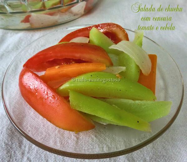 Salada de chuchu com tomate cenoura e cebola