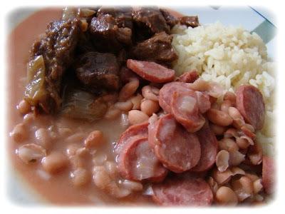 Feijão com Tranqueira e Carne ao Molho