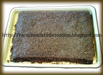 Bolo de Chocolate de Liquidificador Recheado com Leite Condensado