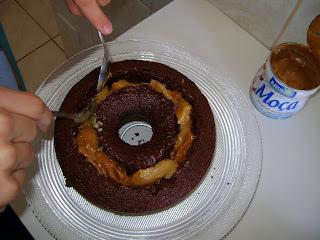 como fazer calda para deixar o bolo de chocolate bem molhado