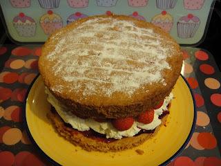 annabel langbein raspberry sponge cake