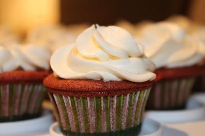 Cupcakes Vermelhos com Glacê de Queijo Philadelphia (Red Velvet Cupcakes)