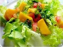salada tropical com frango uva e manga