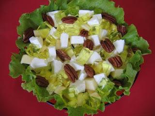 Salada de maçã e nozes pecan com gelatina