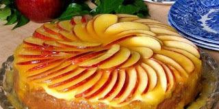 torta de maça com calda de laranja