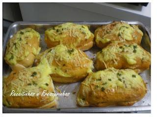 Pão de alho com queijos para beliscar