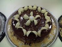 bolo ouro branco com massa branca e cobertura branca