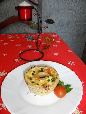 Mini quiche de presunto, queijo e manjericão (entrada)