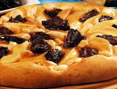 Pizza com pera e ameixa