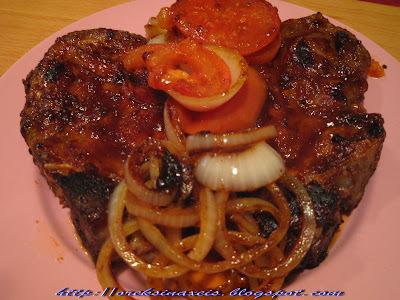 Μπριζόλες χοιρινές με επικάλυψη barbeque sauce