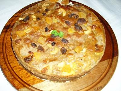Torta de bananas, damasco e castanhas