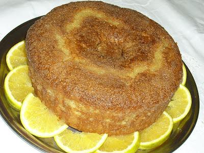 Bolo de laranja com açúcar demerara