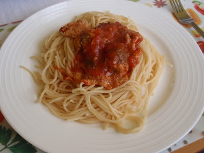 Rozmarínové mäsové guličky Jamieho Olivera zapekané v paradajkovej omáčke so špagetami