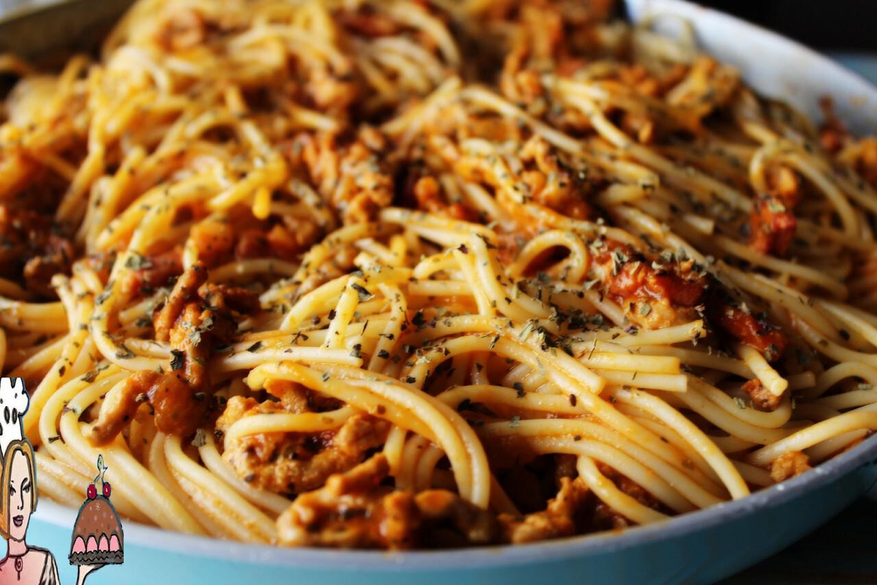 Picadinho guisado com esparguete   ♥♥♥