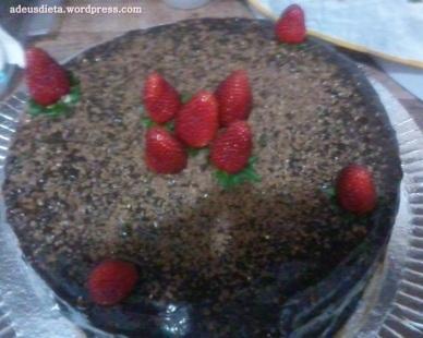como fazer bolo molhado de chocolate para aniversario