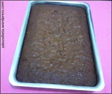 bolo de chocolate molhadinho feito na batedeira