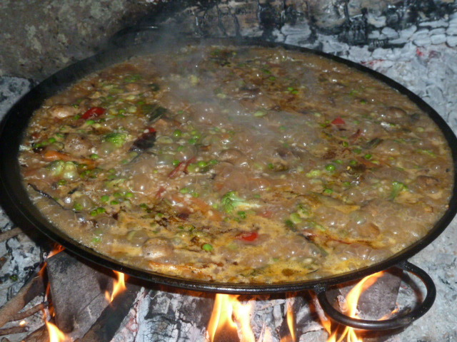 Paella d'arròs amb verdures.