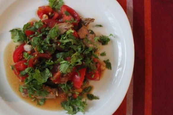 Para comer light e feliz: Receita de salada apimentada com carne