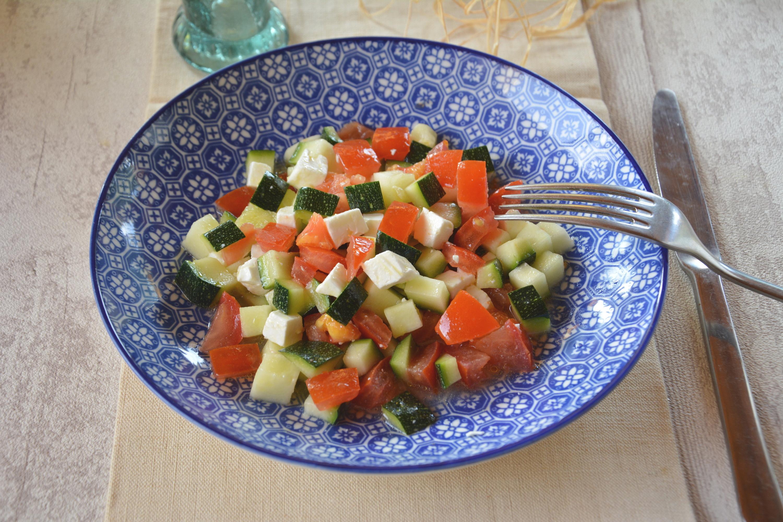 Salade fraîcheur courgettes, tomates et feta (d'inspiration grecque)