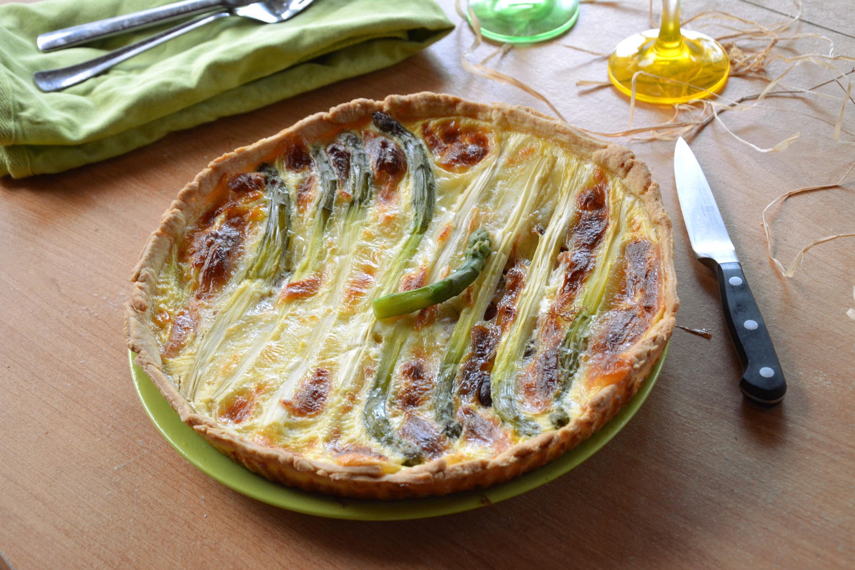 Quiche aux asperges, mozzarella et jambon cru