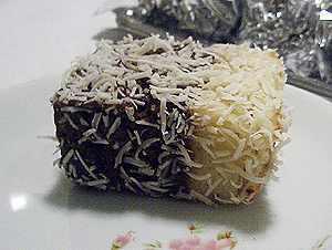 bolo de chocolate preto recheado com chocolate branco