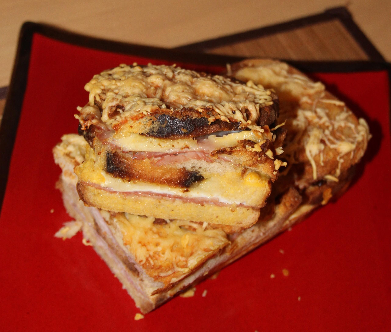 Croque cake au jambon et brie