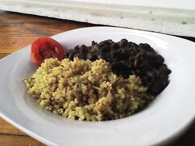 Menú del día: Porotos negros y quinoa al estilo árabe