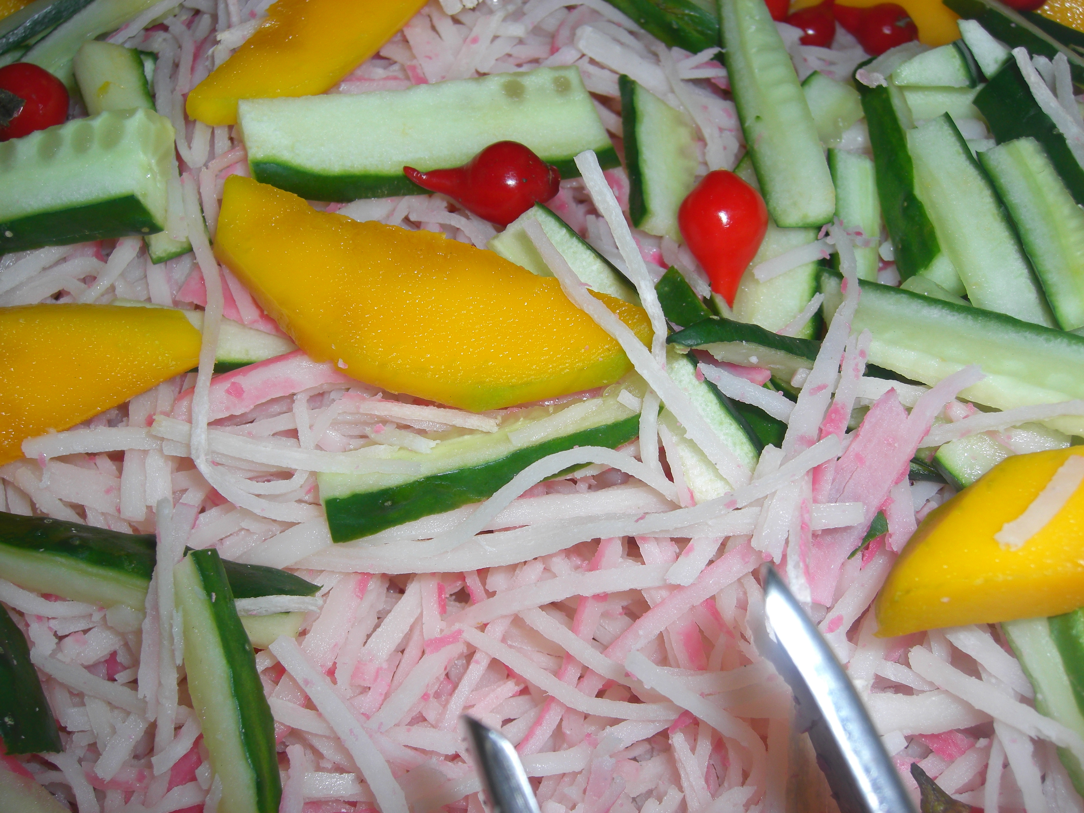 Salada de Kani Tropical